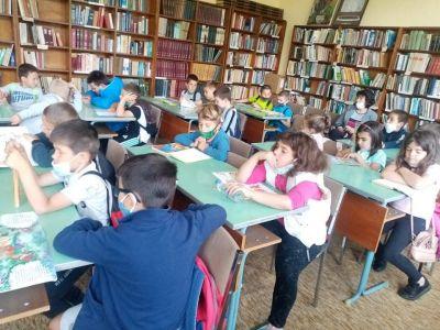 """Посещение в библиотека """"Йордан Радичков"""" на най-малките ученици 2"""