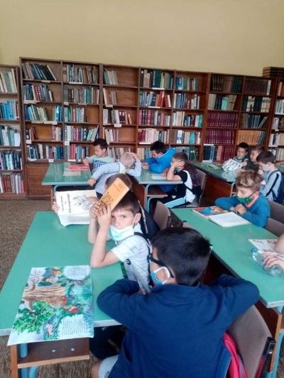 """Посещение в библиотека """"Йордан Радичков"""" на най-малките ученици 3"""