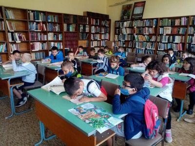 """Посещение в библиотека """"Йордан Радичков"""" на най-малките ученици 4"""