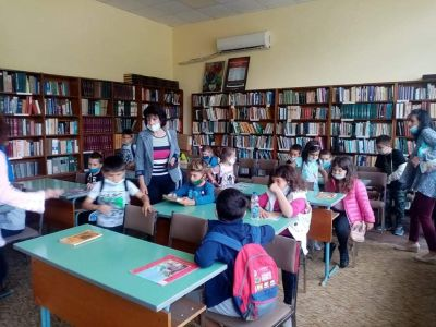 """Посещение в библиотека """"Йордан Радичков"""" на най-малките ученици 6"""