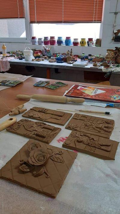Час по изобразително изкуство със VII клас в Ателието по грънчарство на Първо основно училище 12