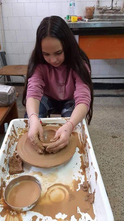 Час по изобразително изкуство със VII клас в Ателието по грънчарство на Първо основно училище 1