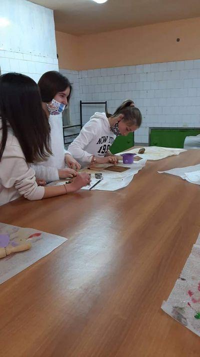 Час по изобразително изкуство със VII клас в Ателието по грънчарство на Първо основно училище 4